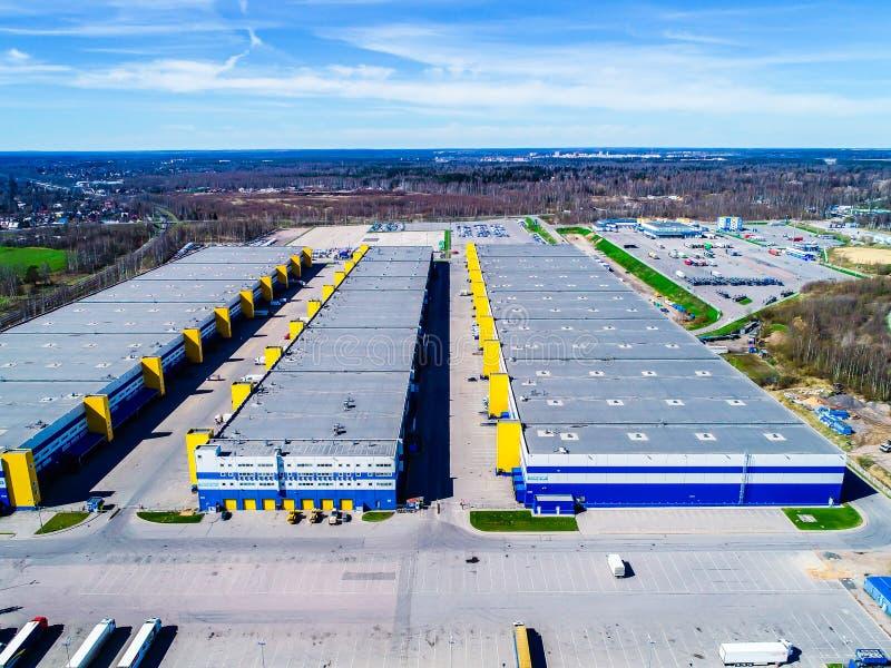 photo complexe de logistique d'entrepôt avec le quadcopter image stock