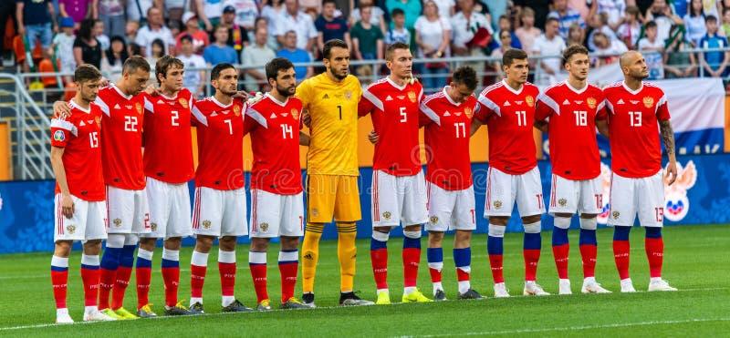 Photo d'équipe d'équipe de football nationale de la Russie pendant le silence de la minute pour Lennart Johansson en avant de la  photos libres de droits