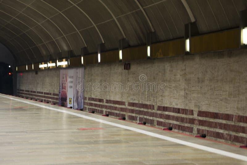 Photo d'un chemin de fer urbain souterrain Ce station' ; canalisation de s la caractéristique est ainsi le manque de piliers  photographie stock libre de droits
