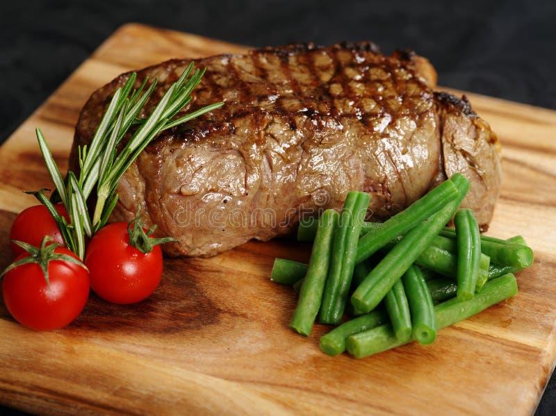 Dîner délicieux de bifteck d'aloyau photographie stock