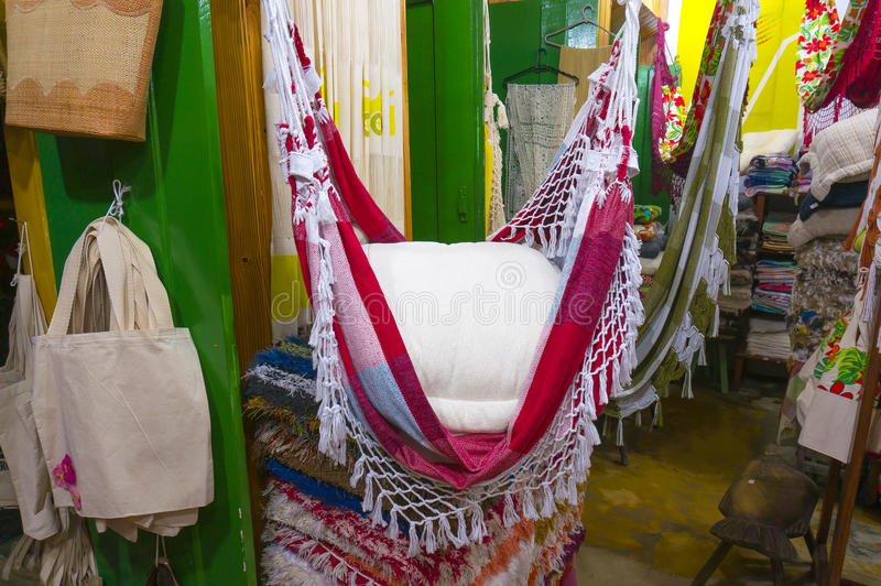 Magasin de souvenir de textile dans Paraty image libre de droits