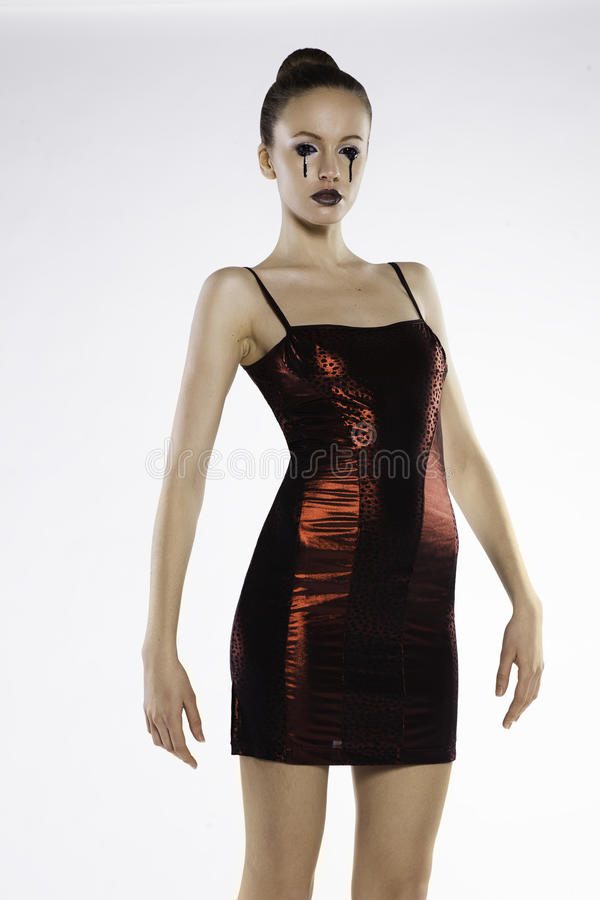 Photo d'une belle fille dans une robe rouge images libres de droits