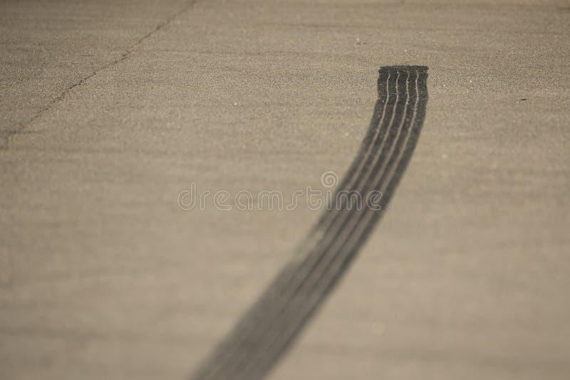 Photo d'une marque de dérapage de pneu image libre de droits