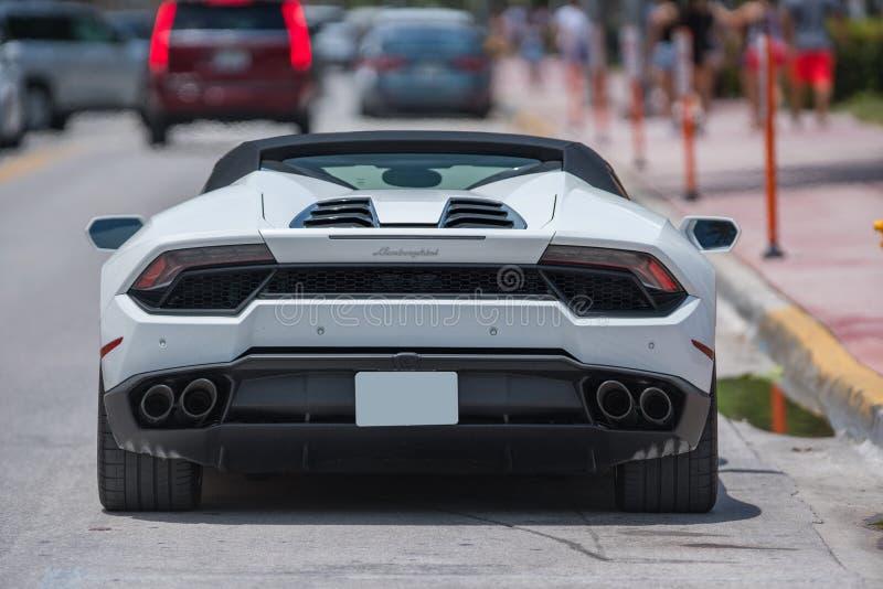 Photo d'une voiture de sport de luxe de Lamborghini dans Miami Beach photo libre de droits