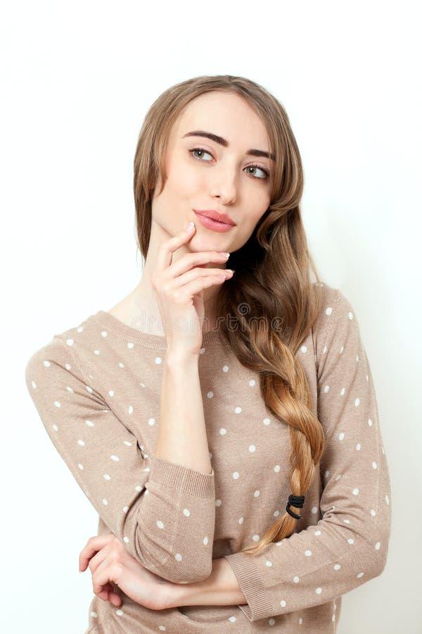 Photo de belle femme de belle femme dans des vêtements élégants photo stock
