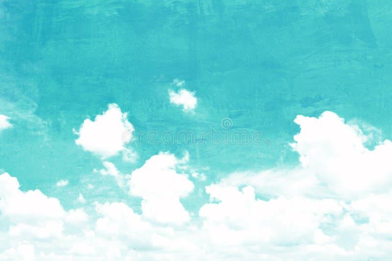 Photo de ciel et de nuages sur la texture approximative de mur en béton images stock
