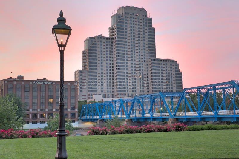 Photo de début de la matinée du pont bleu photo libre de droits