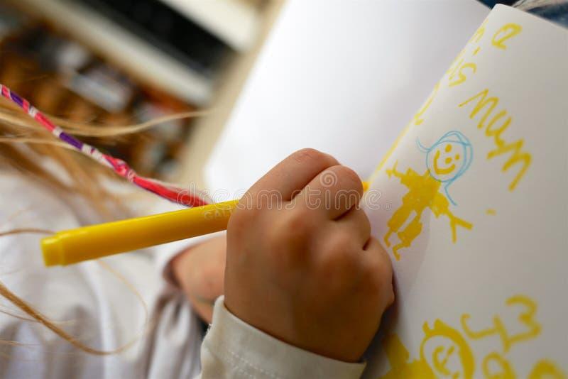 Photo de dessin d'enfant/fille pour le jour de mère photographie stock
