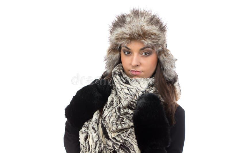 Photo de femme mignonne dans le chapeau de fourrure image stock