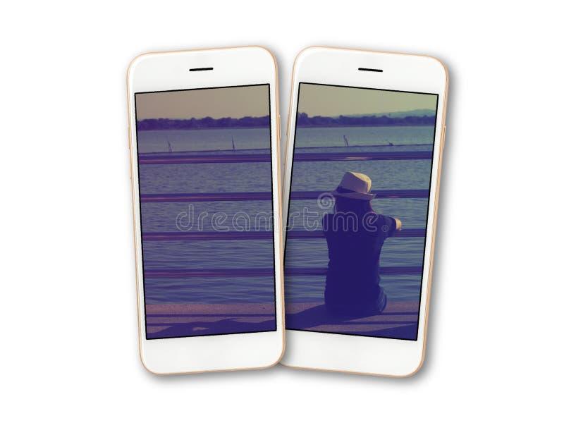 Photo de fille sur l'isolat d'écran de smartphone images stock