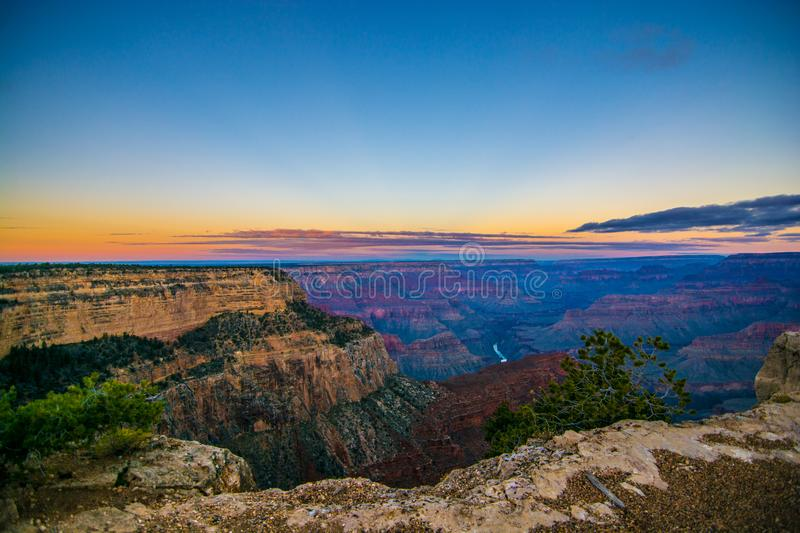 Photo de Grand Canyon pendant le lever de soleil tôt photo stock
