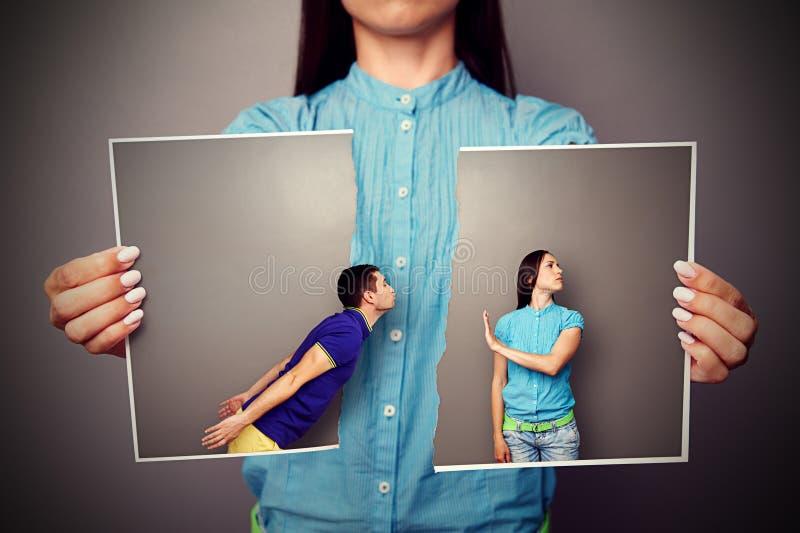 Photo de jeunes couples dans la querelle images stock