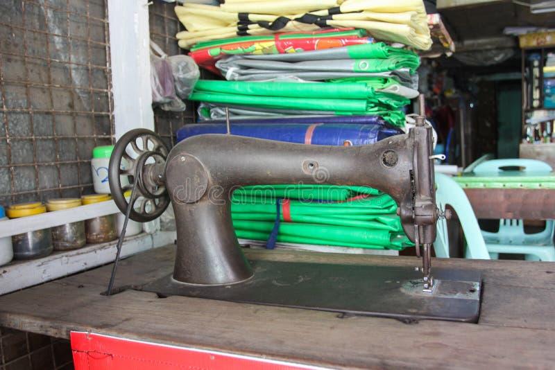 Photo de la vieille machine à coudre photo stock