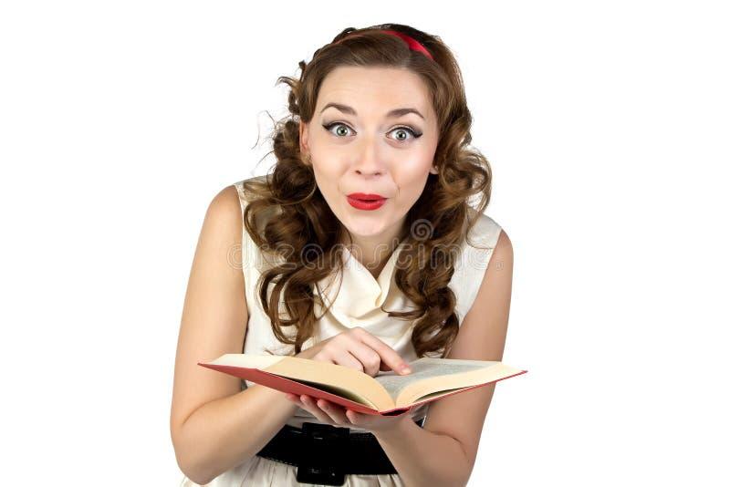 Photo de livre de lecture de pin-up de femme d'amusement photos stock