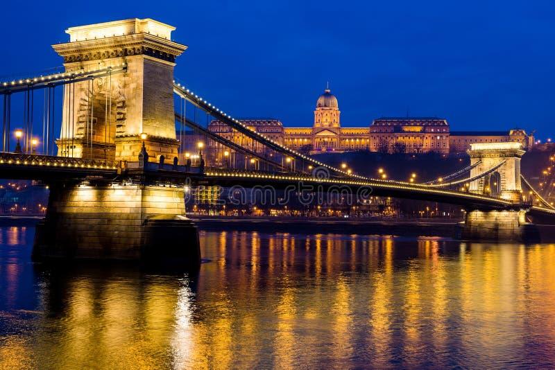 Photo de nuit du pont à chaînes, Budapest, Hongrie image libre de droits
