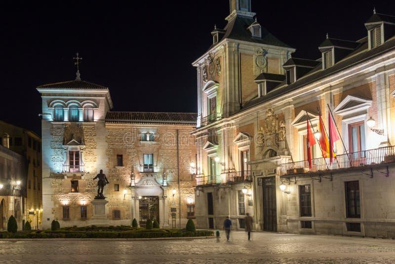 Photo de nuit de Plaza de la Villa dans la ville de Madrid, Espagne images libres de droits