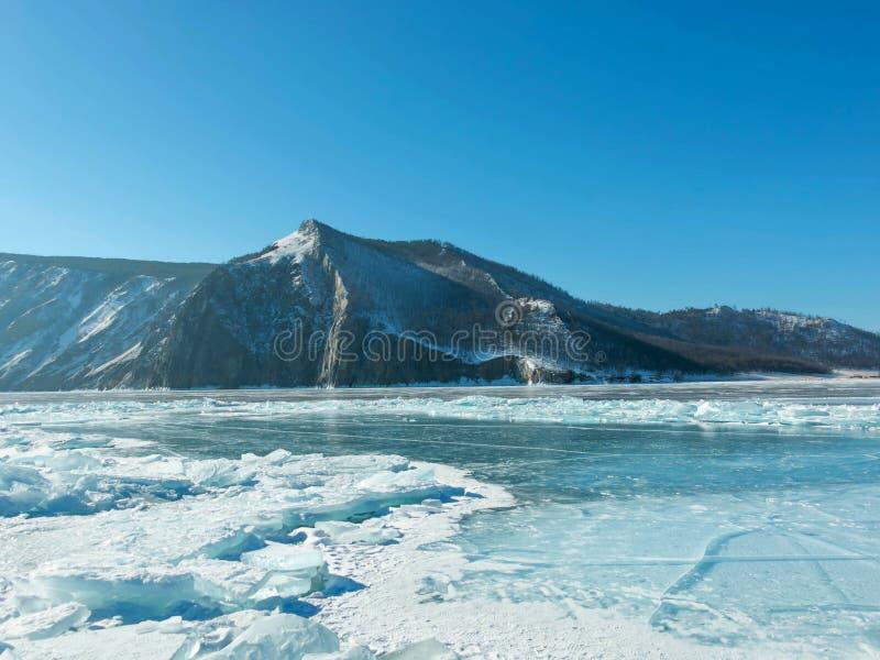 Photo de paysage du lac Baïkal congelé en Sibérie ; Fédération de Russie photo stock
