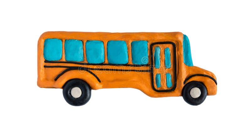 Photo de plan rapproché d'un autobus scolaire de pâte à modeler sur un fond blanc De nouveau ? l'?cole École et instruction Modél images libres de droits