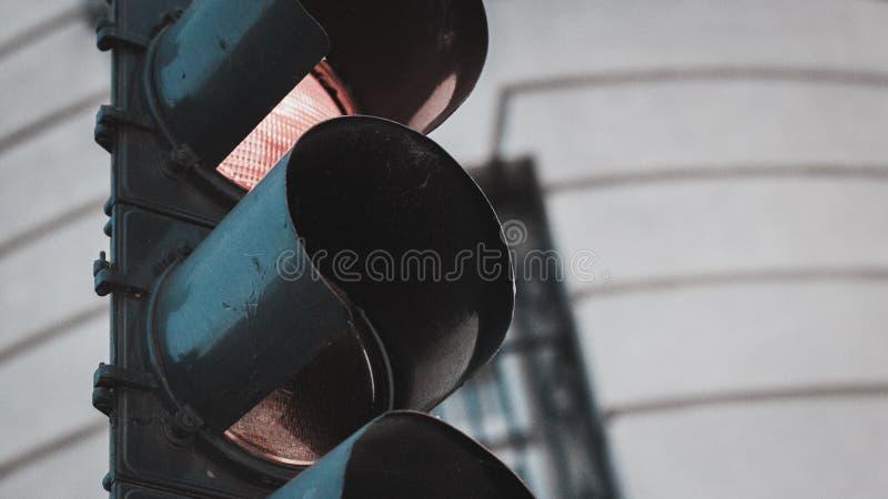 Photo de plan rapproché d'un feu d'arrêt de rue image stock