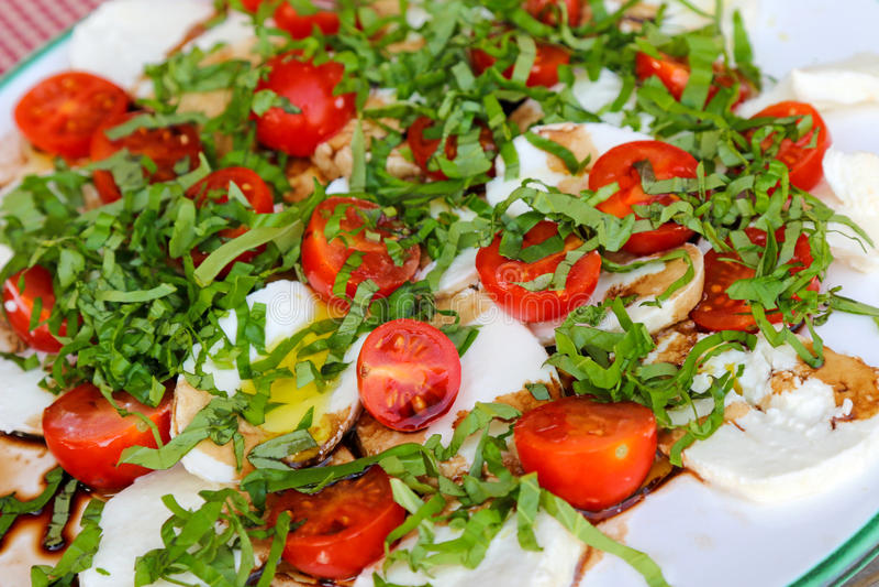 Photo de plan rapproché de salade fraîche de Caprese images stock