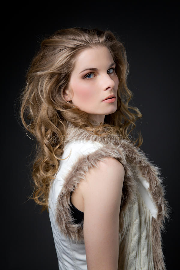 Photo de profil de blonde mystérieuse photos libres de droits