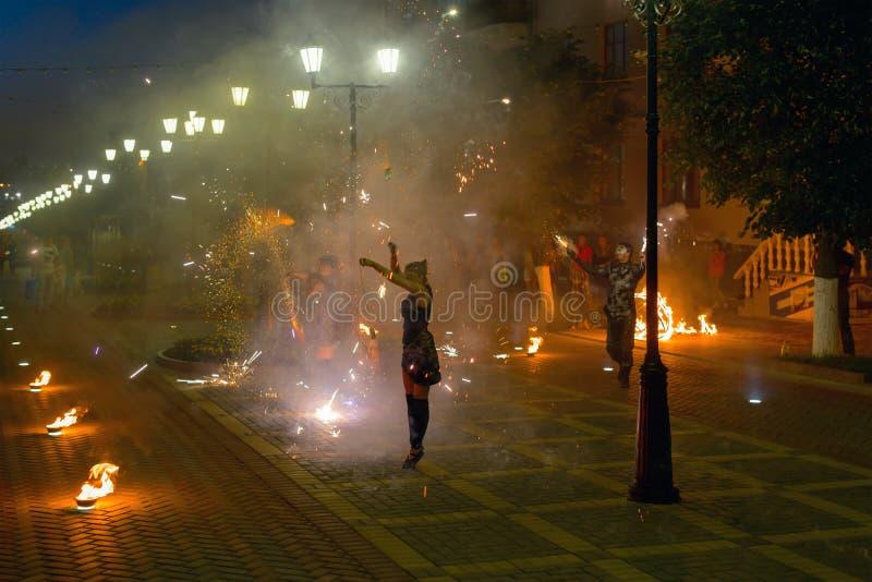 Photo de représentation de feu sur la rue de ville photographie stock