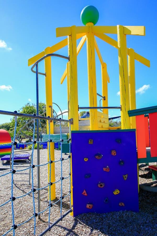 Photo de terrain de jeu coloré avec l'équipement, Levin, Nouvelle-Zélande image stock
