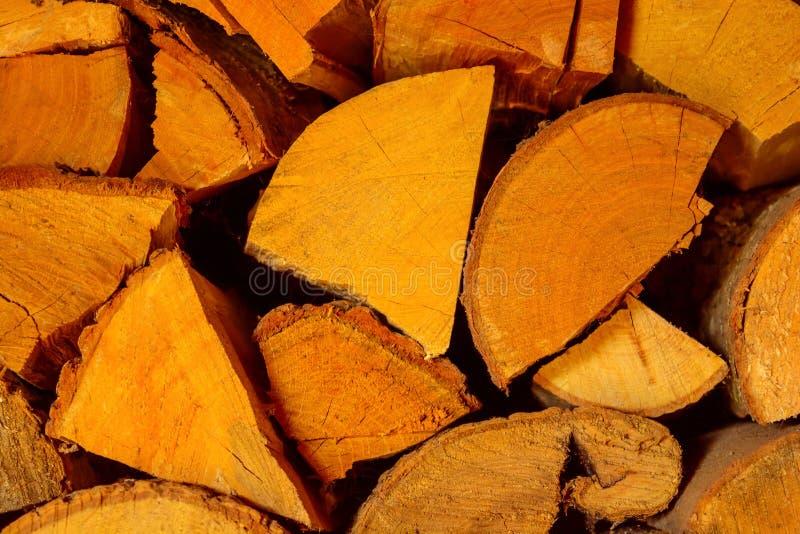 Photo de texture coupée de bois de chauffage dans le ton chaud images stock