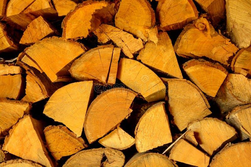Photo de texture coupée de bois de chauffage dans le ton chaud photos libres de droits