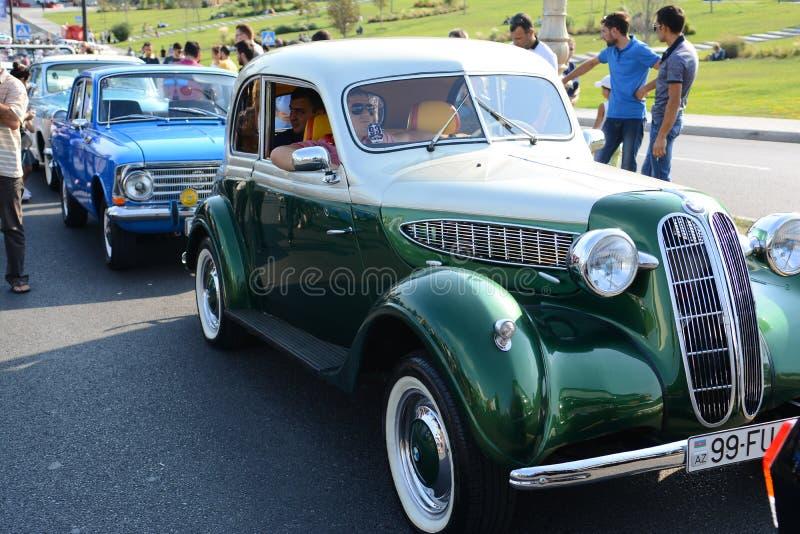Photo de voitures de ville de Bakou vieille photos stock