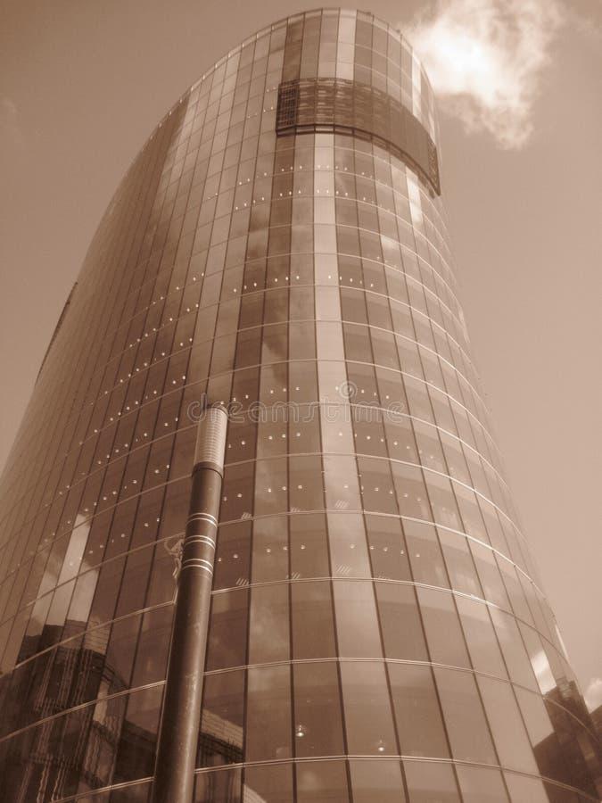 Photo des immeubles de bureaux modernes dans la sépia, St Petersburg, version abstraite images stock