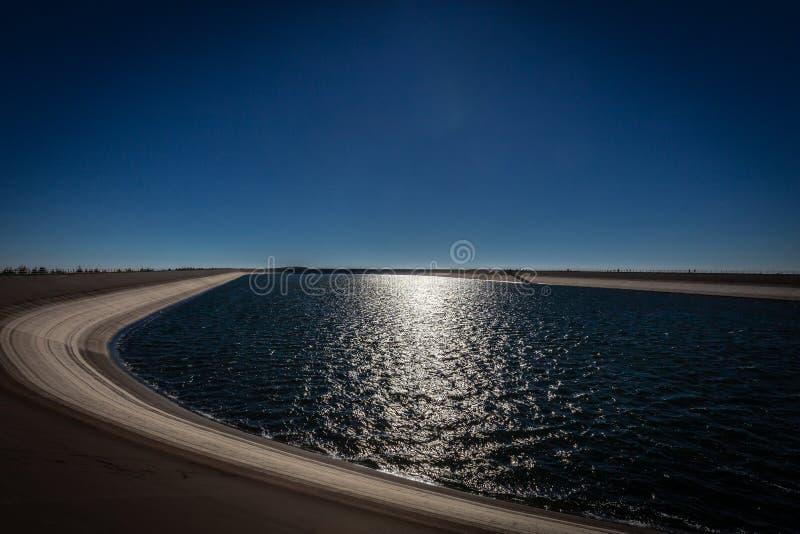 Photo du côté du reservoire supérieur Dlouhe Strane de l'eau photographie stock libre de droits