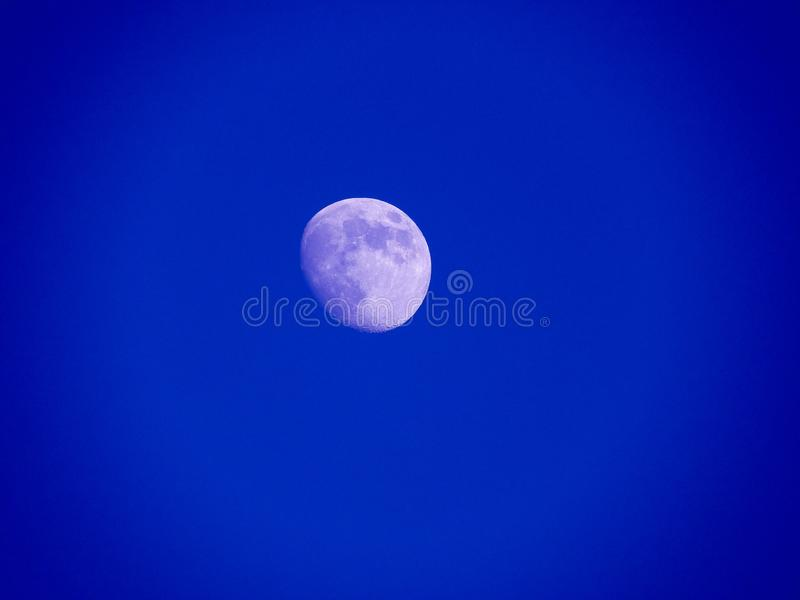 Photo haute ?troite de lune pendant la nuit image libre de droits