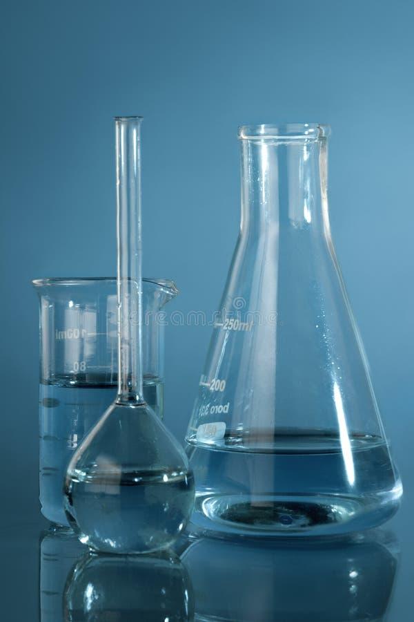 Photo haute ?troite de verrerie chimique image stock