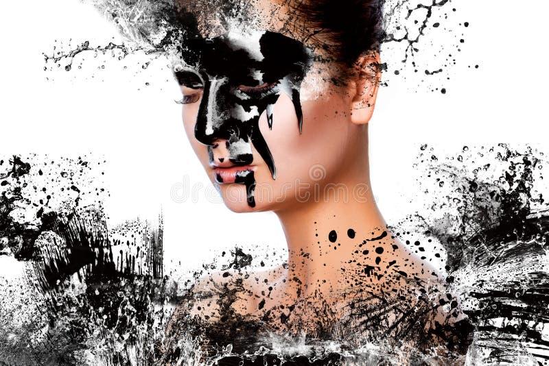 Photo horizontale de femme sexy avec la peinture sur le visage photo libre de droits