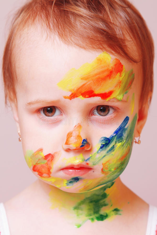 Photo humoristique de mode de maquillage du ` s d'enfants images stock