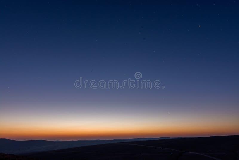 Photo minimalistic de vue de désert de lever de soleil images stock