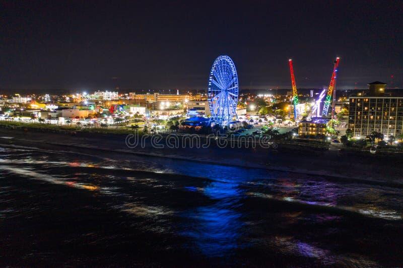 Photo nocturne de Myrtle Beach SC néon lumières destination image stock