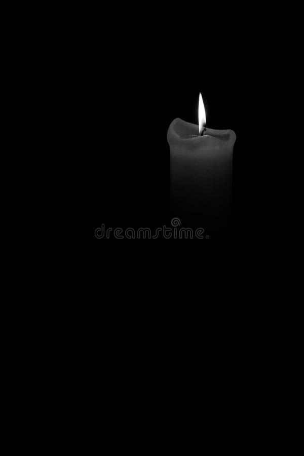 Photo noire et blanche d'un burning de bougie photos libres de droits