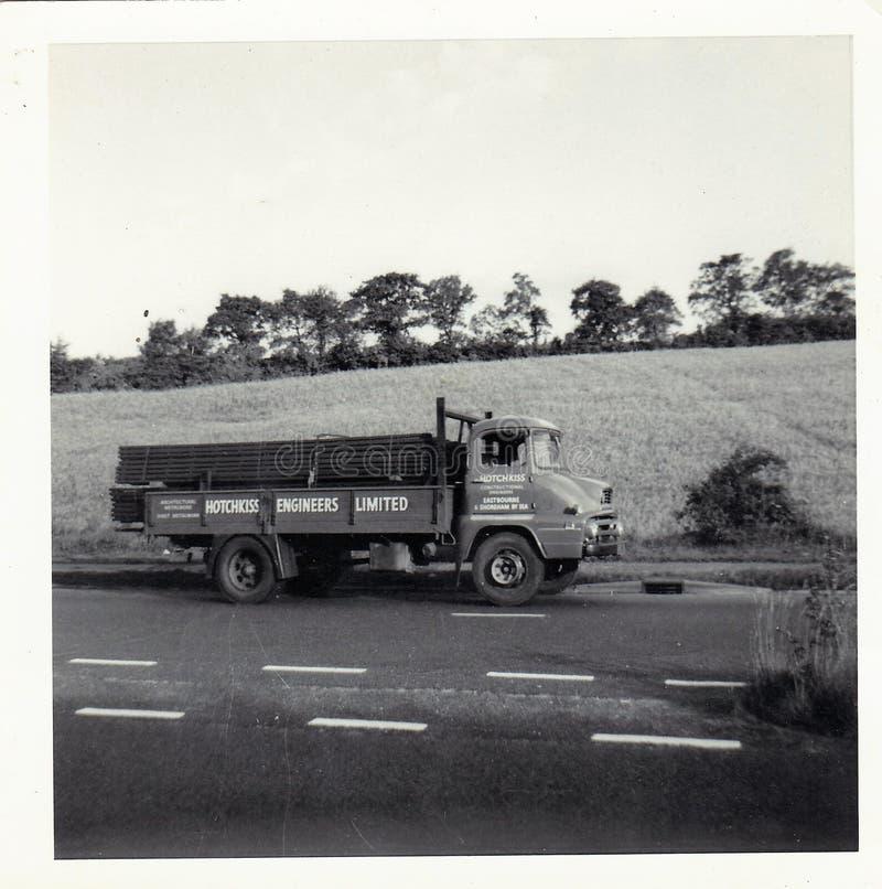Photo noire et blanche de cru des années 1960 de Truck de commerçant de la Tamise ? images libres de droits