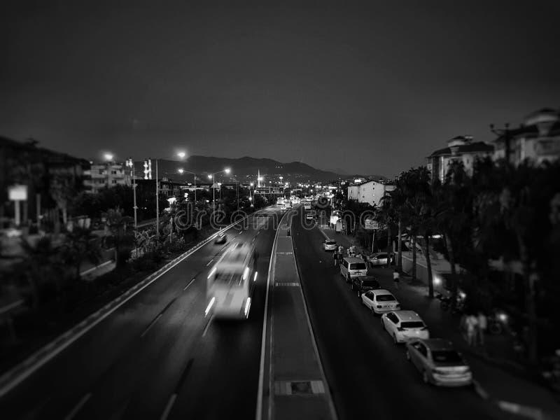Photo noire et blanche de route de l'Europe de l'Est images stock