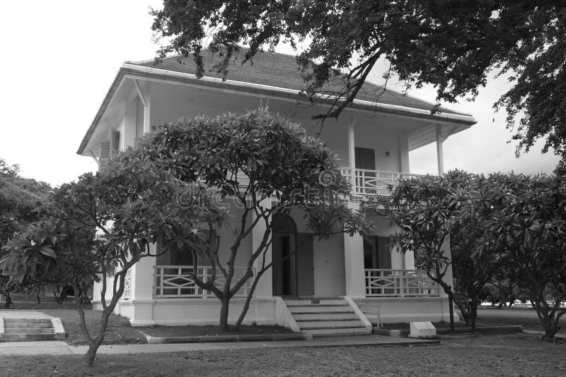 Photo noire et blanche de vieux palais d'été royal du 19ème siècle images libres de droits