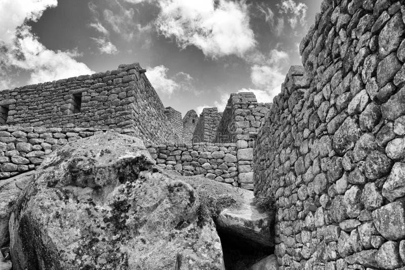 Photo noire et blanche des bâtiments dans Machu Picchu images stock