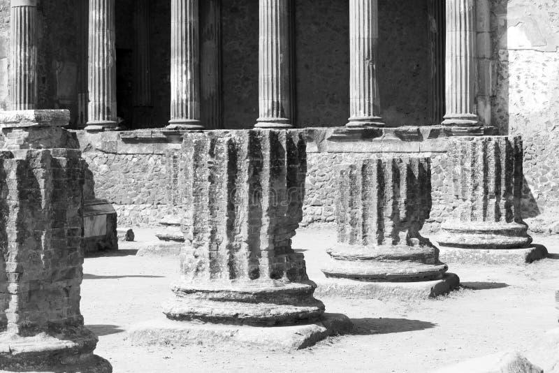 Photo noire et blanche des ruines antiques à Pompeii, Italie image stock