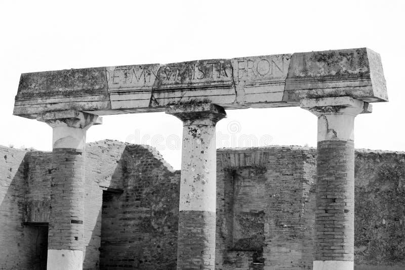 Photo noire et blanche des ruines antiques à Pompeii, Italie photos libres de droits