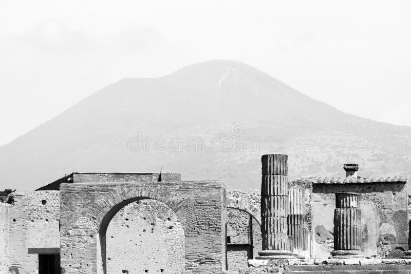 Photo noire et blanche des ruines antiques à Pompeii, Italie photos stock