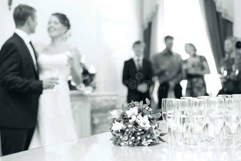 Photo noire et blanche monochrome du mariage images libres de droits
