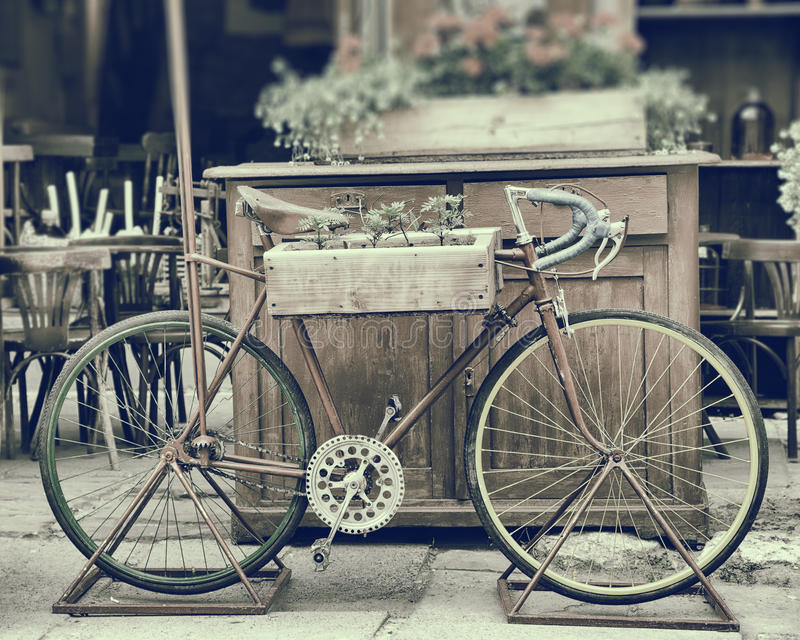 Photo stylisée de vintage de vieille bicyclette photographie stock libre de droits