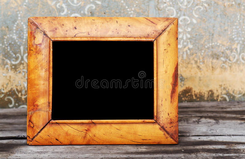 Photo-trame de cru sur la table photos stock