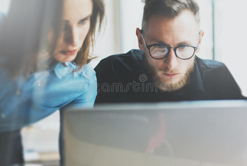 Photo young and talented coworkers team working with new project. Team job. Analyze plans on laptop. Blurred background. Photo young coworkers team working with royalty free stock images